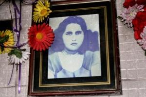 Retrato da Finada Noiva Alda, no seu Santuário, Barras-PI, 2011
