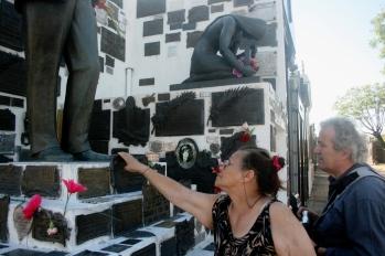 Túmulo de Carlos Gardel, Cementerio Chacarita, Buenos Aires, Argentina, 01/01/2011 — em Buenos Aires, Distrito Federal, Argentina.