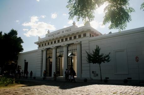 Entrada do Cementerio de La Recoleta, Buenos Aires, Argentina, 07/01/2011 — em Buenos Aires, Distrito Federal, Argentina.