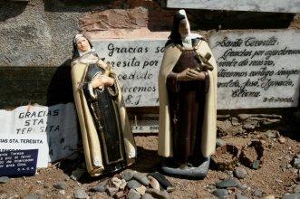 Ex-votos no Santuario Santa Teresa de Los Andes, Los Andes, Chile, 23/01/2011 — em Los Andes.