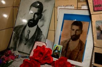 Ex-votos no Túmulo do Gaucho Cubillos, Cementerio Viejo de Mendoza, Mendoza, Argentina, 25/01/2011 — em Mendoza, Argentina.