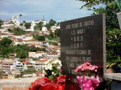 Túmulo de Zé Arigó no Cemitério de Nossa Senhora da Conceição, Congonhas-MG. Abril/2012