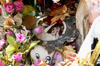 Túmulo das meninas Adriana e Vera Lúcia no Cemitério de Nossa Senhora da Conceição, Congonhas-MG. Abril/2012