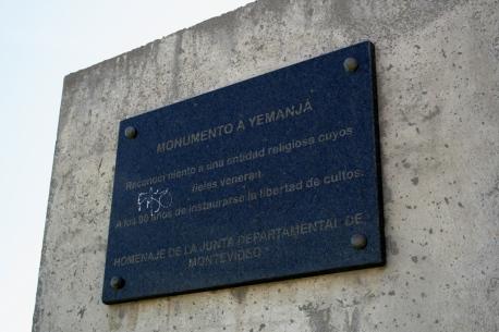 Placa no Monumento a Yemanjá, Playa Ramírez, Montevideo, Uruguay, 27/11/2011
