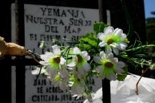 Oferendas no Monumento a Yemanjá, Playa Ramírez, Montevideo, Uruguay, 27/11/2011
