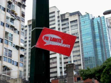 Há propaganda política por toda parte... Plaza La Candelaria, Caracas-DF, Venezuela, 20/08/2011