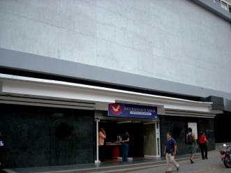 Também aqui, uma discreta filial da Igreja Universal do Reino de Deus, Blvd. de Sabana Grande, Caracas-DF, Venezuela, 22/08/2011