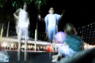 Crianças brincam no parque, Procissão do Senhor dos Passos, noite de 15 de março de 2014. São Cristóvão-SE